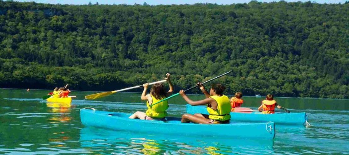 Faire du canoë sur les lacs